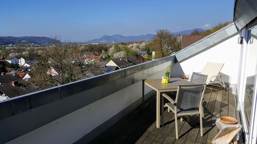 55 m² DG-Wohnung mit phantastischem Ausblick - Unkel - Apartamento
