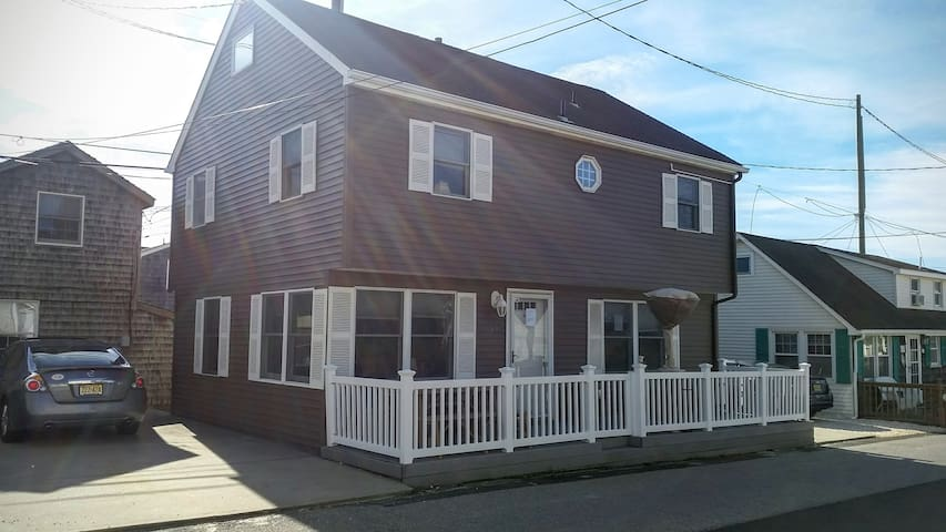 Home away from home just steps from the ocean - Lavallette - Huis