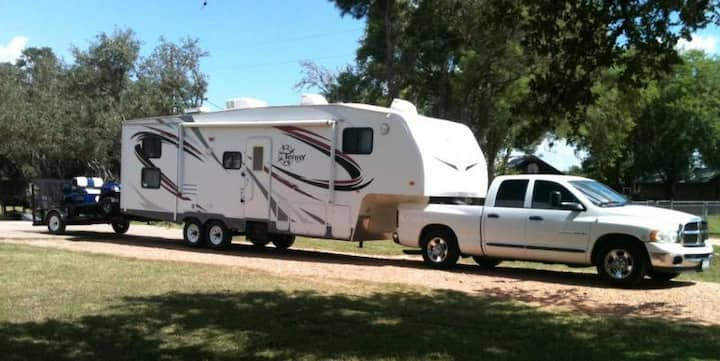 RV/TRAILER/CAMPING PARKING LAKE & WATERPARK NEARBY