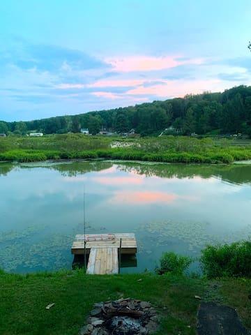 Pretty cottage on lake seasonal or weekend getaway