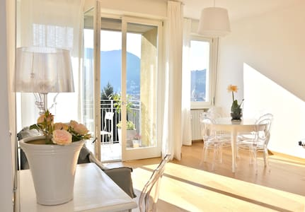 Lovely and super bright apartment  - Como