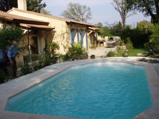 maison avec piscine à proximité d'avignon