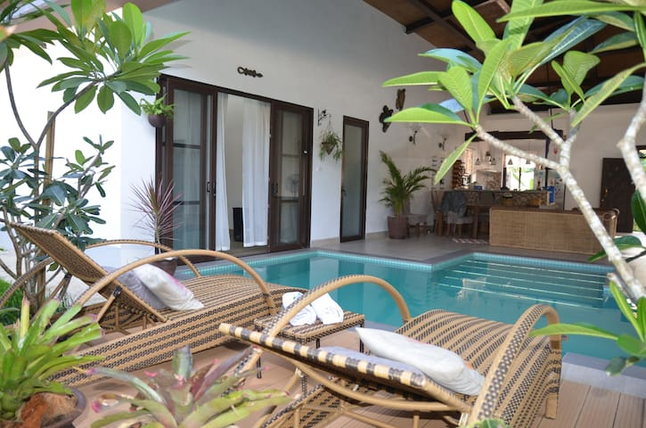 VILLA ELENA WITH POOL, BREAKFAST & DRIVER NEAR LIO