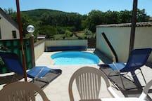 piscine (7mx 4m - profondeur 1,10 à 1,60 mètre)
