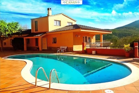 Glorious 5-bedroom villa for 10 people nestled in the hills of Arbucies - Costa Brava