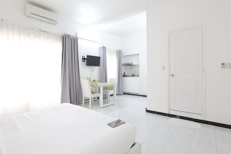 Bright! Apt Near Central HCMC &Balcony
