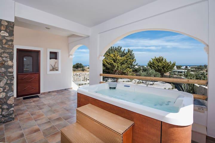 Beautiful Villa with Hot Tub in Perissa Villa Kiki