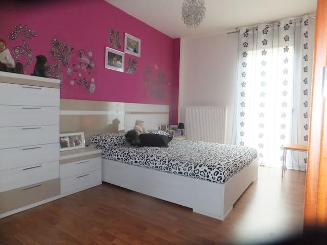 Habitacion soleada, con escritorio y espaciosa, - cizur mayor  - Haus