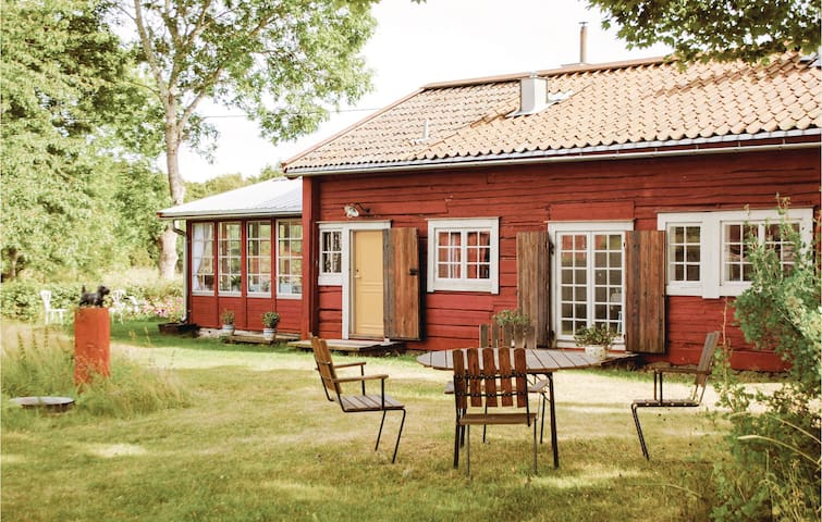 Former farm house with 3 bedrooms on 90 m² in Björkö