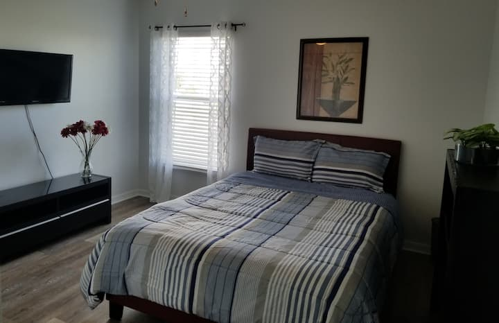 Shine private Queen bed/ bath+near Disney parks