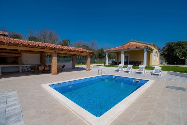 Villa for 6 persons with private pool, parking and garden in Rovinj