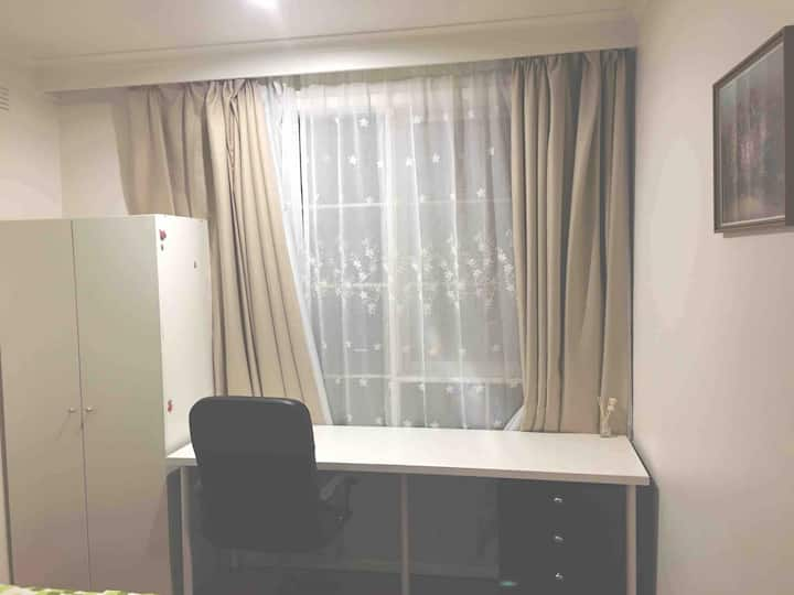 Excellent single room in Hawthorn east