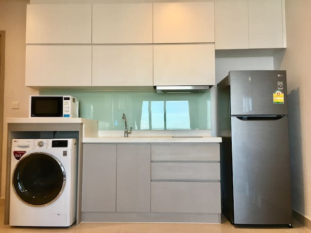 1BR Heart of Phnom Penh (Best View & Fully Aircon)