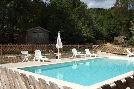 Le Mas Blanc, maison et piscine . - Salles - Villa