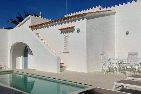 Villa nueva en Menorca con piscina privada