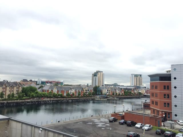 STUNNING Canal View, /w Parking, MediaCityUK - Salford - Lejlighed