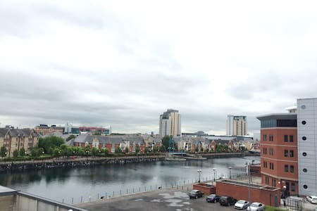 STUNNING Canal View, /w Parking, MediaCityUK - Salford - Apartment