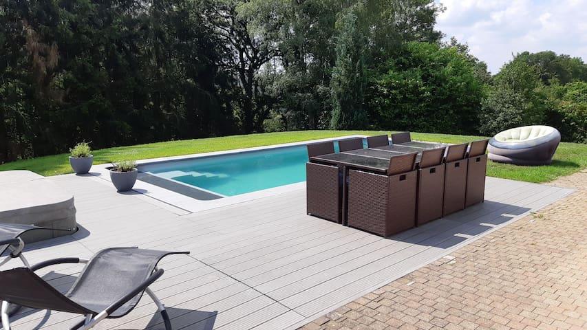 Séjour luxueux avec piscine chauffée et jacuzzi