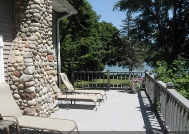 Lake House Getaway Sleeps 18+