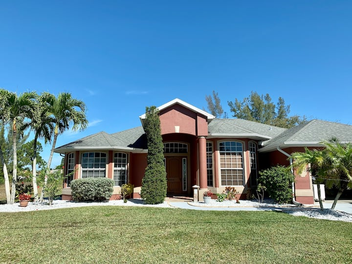 Private Room with Amenities in Cape Coral Florida.