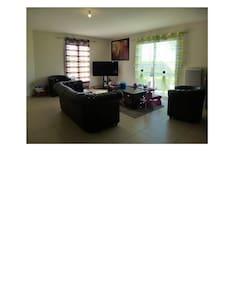 Chambre indépendante  dans maison au calme - Chauray