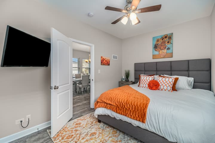 *Extended Stay* RESORT TYPE AMENITIES w/ 8 BEDS!
