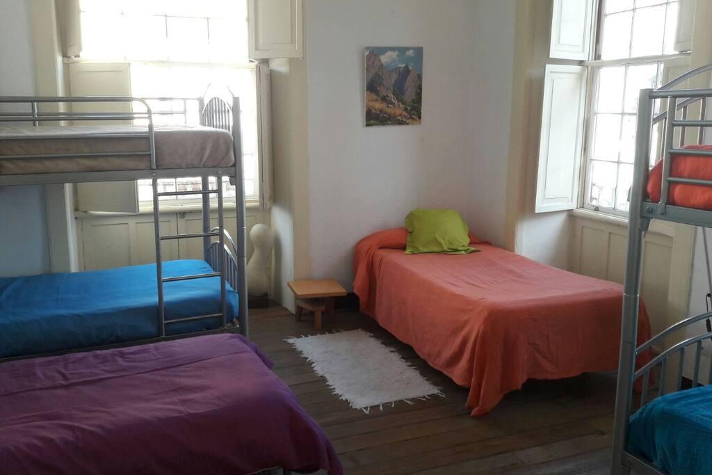 Cama en dormitorio compartido de 6 camas hostels zur for Camas tenerife