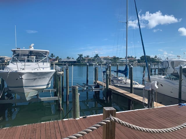 BOAT LIFT CLEARWATER BEACH. INTER-COSTAL