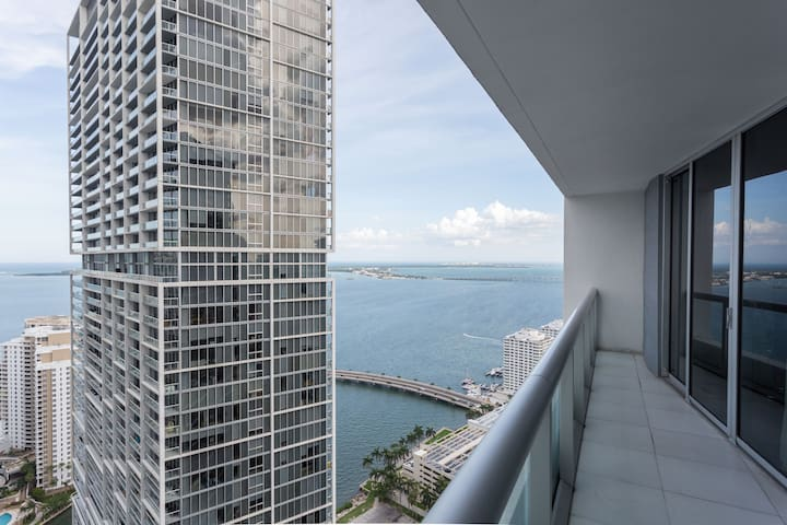ICON BRICKELL 41st FLOOR•DIRECT BAY VIEWS•FREE SPA