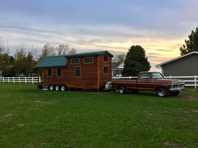 Tiny Cabin - Kearney - Trailer