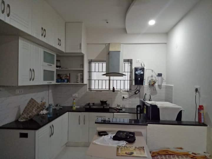 Luxury 1 BHK-600 Mtrs-AOL Intl Centr - Entire Flat