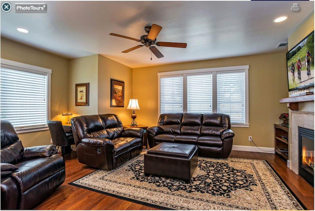 Living Room, Queen sofa bed, Flat Screen TV & fireplace.