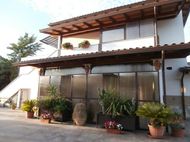 Casa vacanza Ciampino - Ciampino - Hus