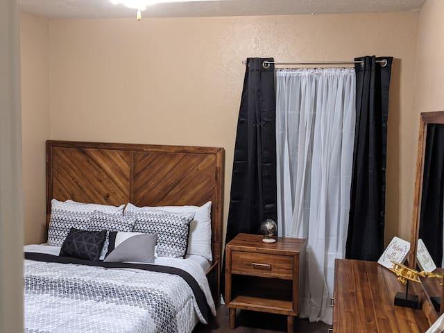 Bedroom # 1 - Queen