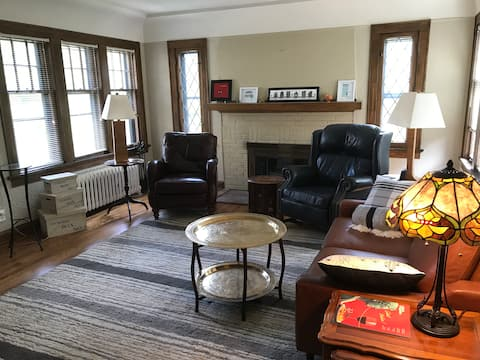 Cozy East Side Upper in Charming Shorewood