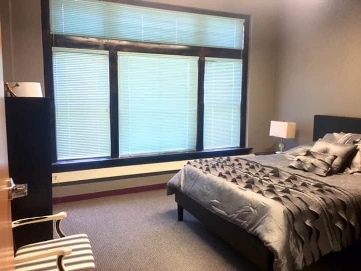 Queen Suite, Room 3,