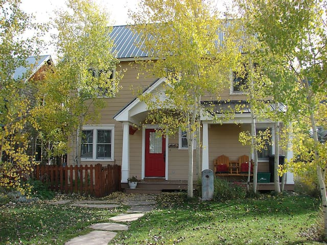 Awesome Elk Ave location! 6th nt free! - Crested Butte - Hus