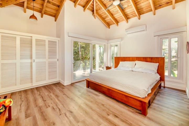 King size Master Bedroom