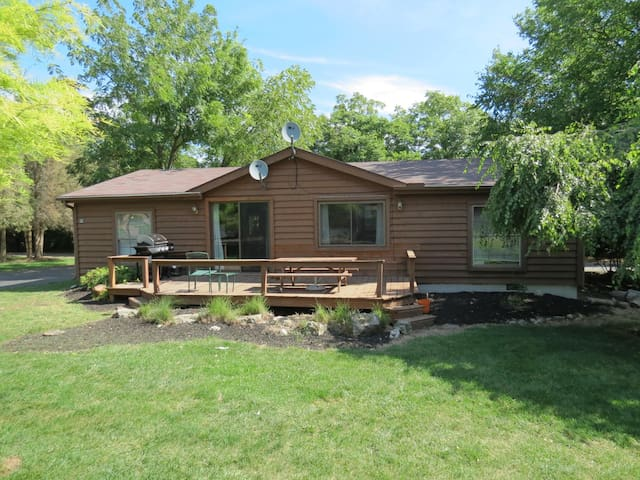 Classic Put-in-Bay Island Club Rental Home for 8. Enjoy 3 BR and 2 BA. - Put-in-Bay Island Club #25