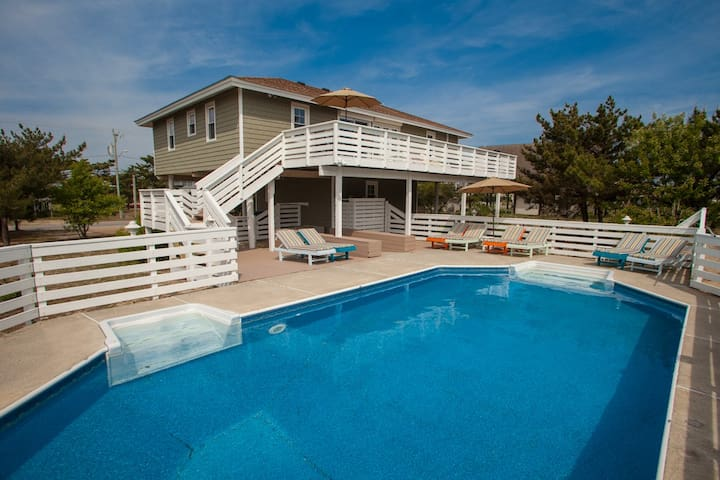 Paws & Relax: Paws & Relax Beautiful 5 bdrm, dog-friendly home w/ pool, easy beach access