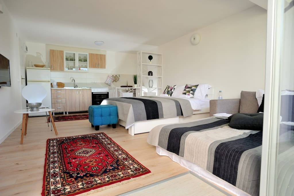 Beautiful studio apartment, accommodates up to three persons.