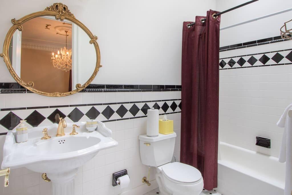 Georgian Room Private Bathroom