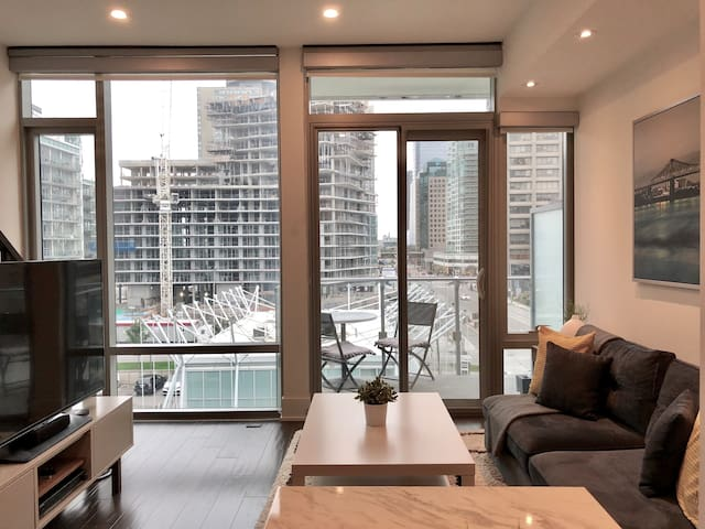 Rare 2-storey lakefront condo/loft at Yonge Street