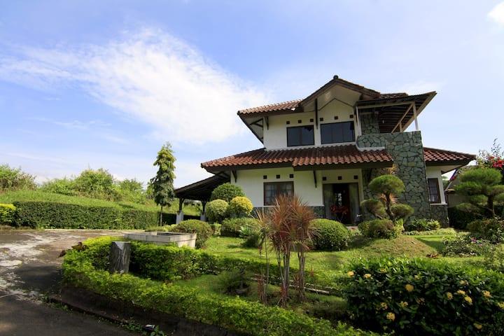 Villa ChavaMinerva Dima - Ciater Highland Resort