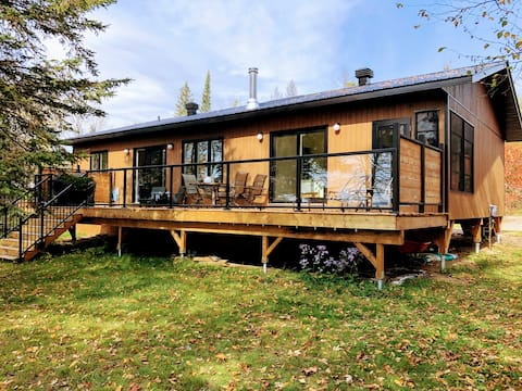 New! Bright and Cozy 3 bdrm Cottage on Golden Lake