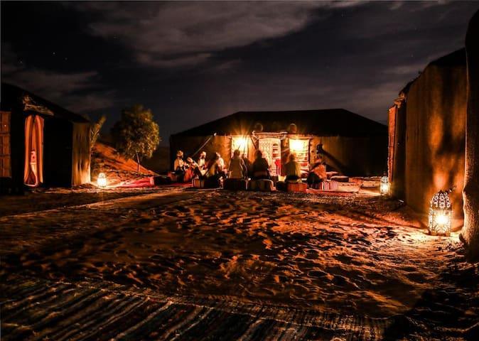 overnight en desert camp