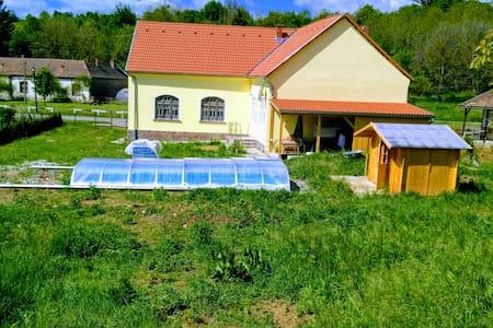 Dreamlike villa with design furniture + pool