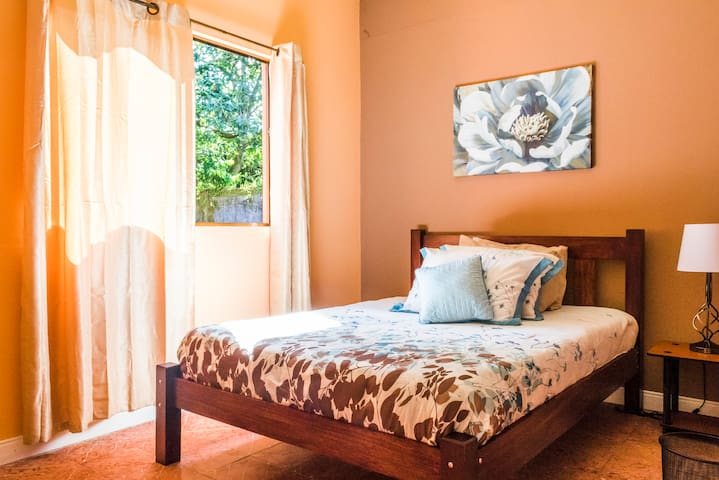 Amazing home turialba private rooms - Turrialba - Bed & Breakfast