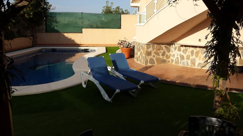 Large Private Villa With Pool & Sea Views