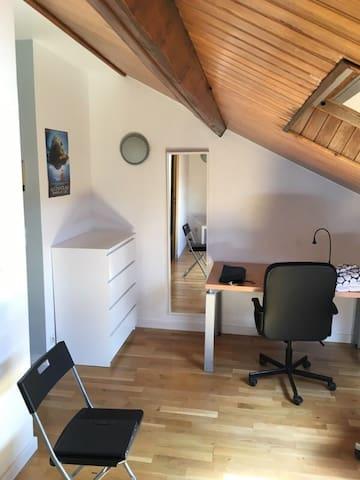 Lille - Montebello - Chambre sous le toit